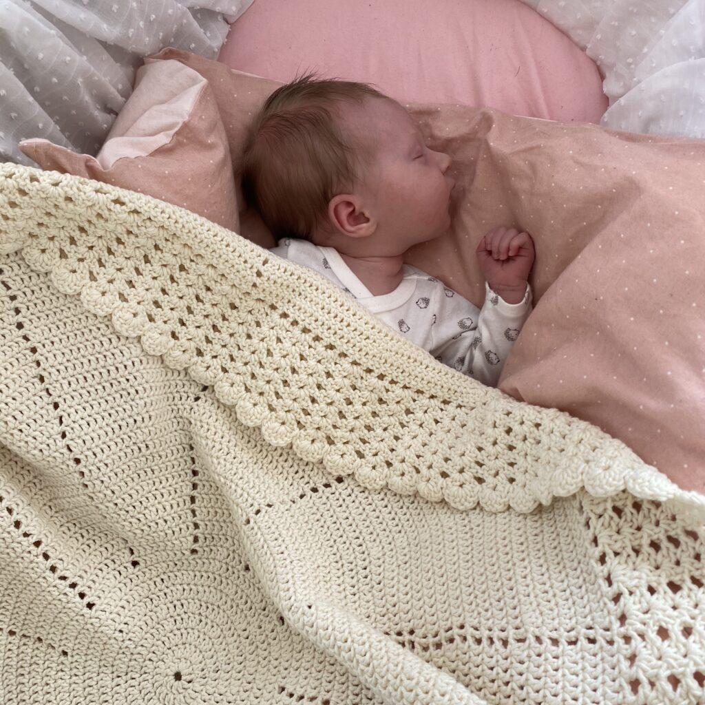 Hæklet babytæppe Cicitive Blomstersvøb