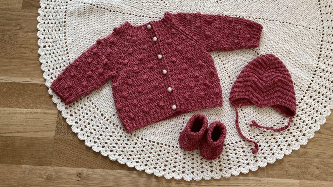 Hæklet babytrøje, hæklet babyhue, hæklede sutsko, hæklet babytæppe