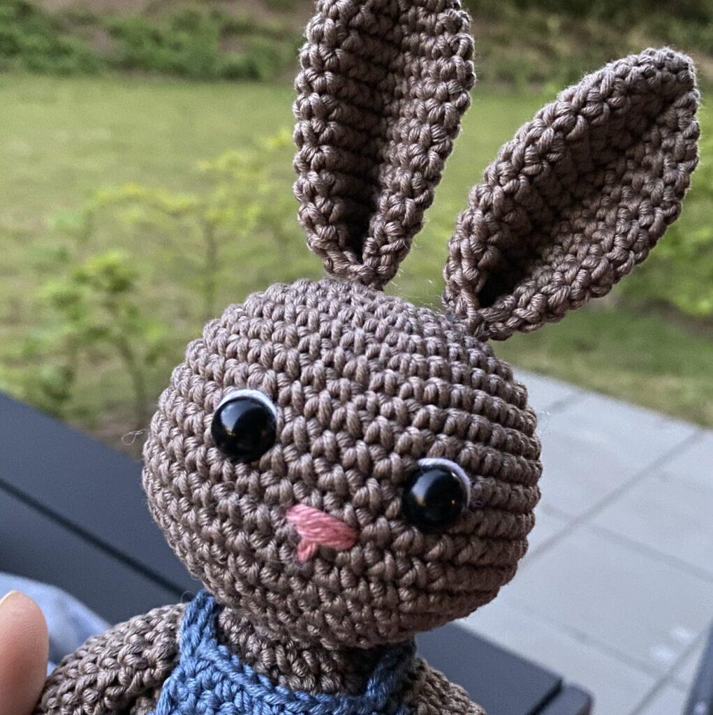 Hæklet kanin med smækbukser